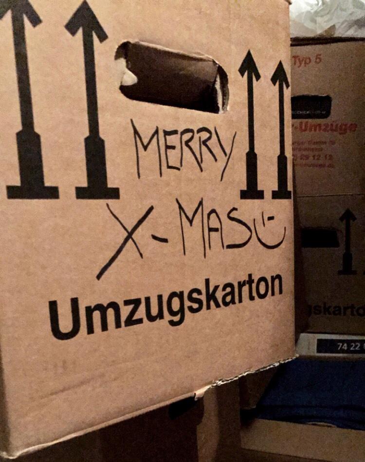 Weihnachten zwischen Kartons